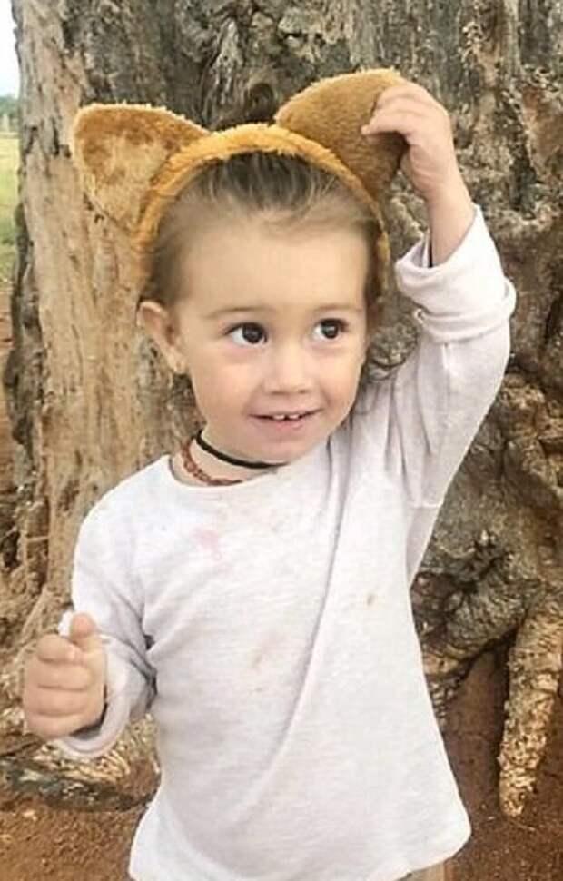 Как 2-летняя малышка подружилась сдикими гиенами