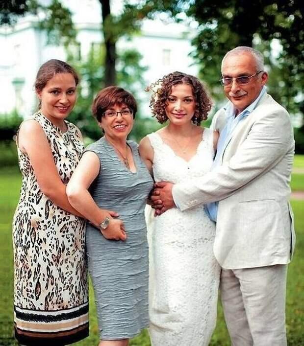 43 года вместе: с кем живёт знаток-магистр Александр Друзь