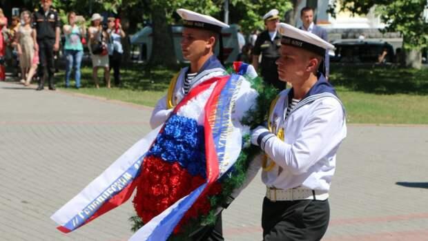 Жители Крыма объяснили значимость Дня России для полуострова