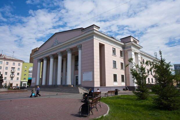 В «Табакерку» уедут три подростка из Красноярского края