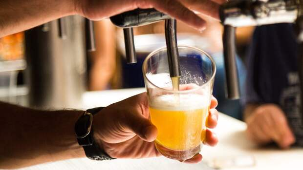 Британские эксперты нашли способ спасти местные бары от закрытия