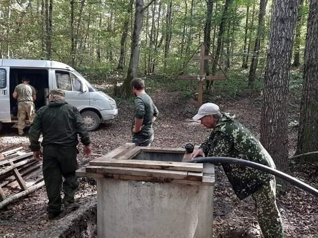 Казаки Белореченского РКО очистили святой источник