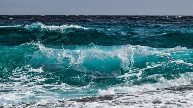 В Крыму затонул прогулочный катер с 12 пассажирами на борту