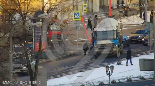 На Ленинградском проспекте грузовик сбил пенсионерку