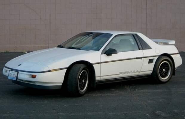 Автомобиль Pontiac Fiero.