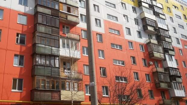 Новосибирские медики сообщили о тяжелом состоянии ребенка после падения с 7-го этажа
