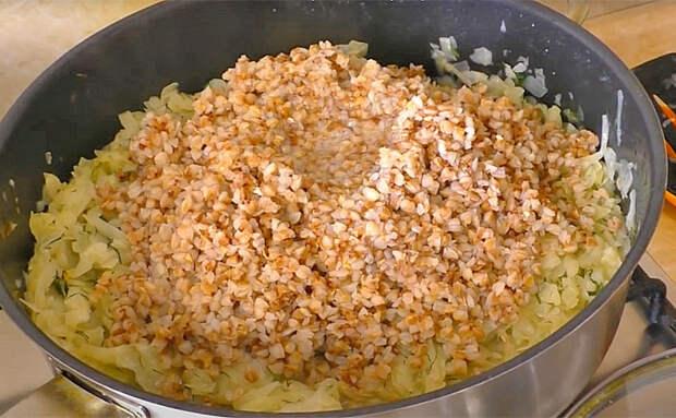 Смешиваем капусту и гречку на одной сковороде: совсем новое блюдо из привычных продуктов