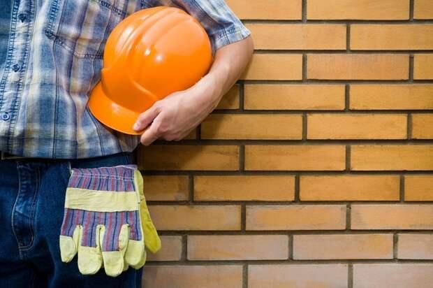 Строитель замуровал план дома назло прорабу