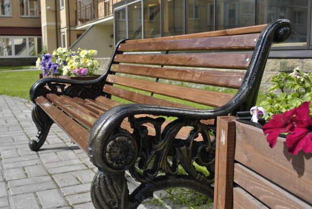 В Петербург вернутся легендарные скамейки-диваны