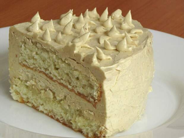 По вашим просьбам готовлю бисквитный торт со сливочно-халвовым кремом