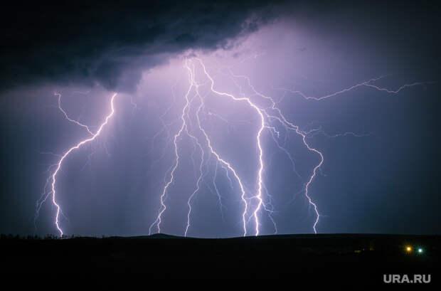 Гидрометцентр прогнозирует опасную погоду врегионах России