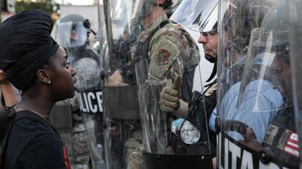 Полиция на Западе для разгона демонстраций вооружилась смрадом и СВЧ-пушками