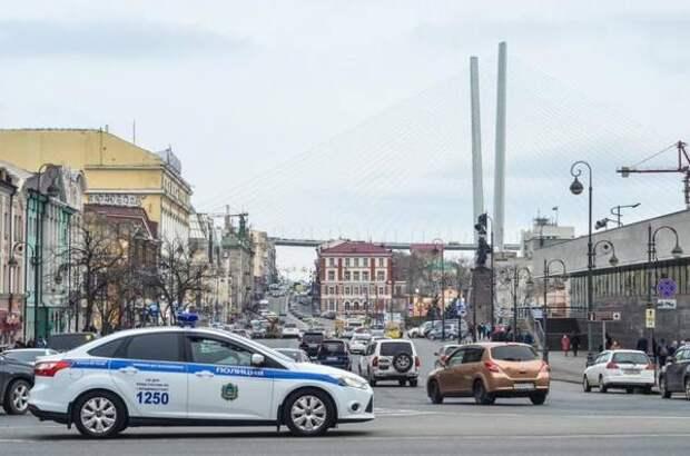 «Уже полчаса вот так»: что случилось в центре Владивостока, гадают в Сети