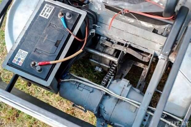 Белорусский пенсионер сконструировал электрокар (14 фото)