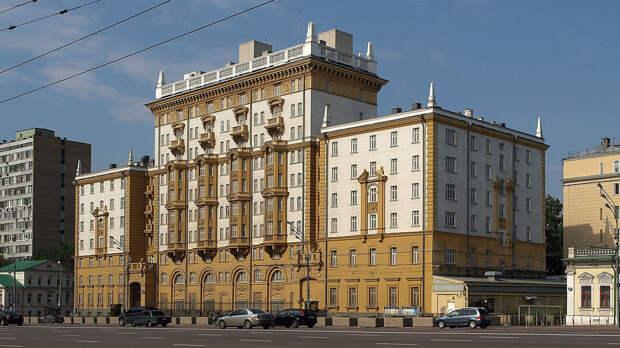 Российские журналисты сообщили о высылке пресс-секретаря посольства США