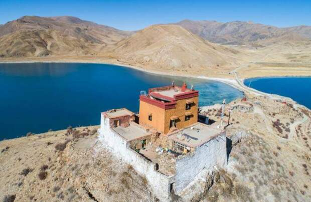 Где живет самый одинокий монах Тибета