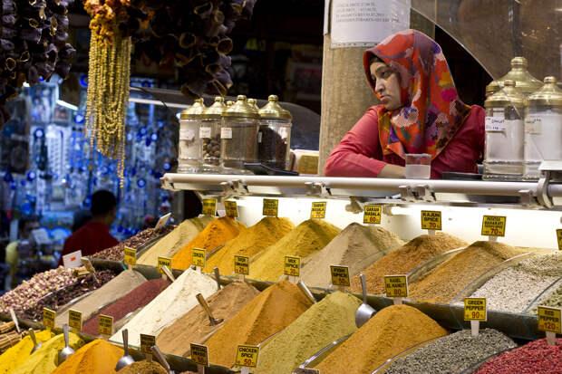 История рынка берёт своё начало с 1660 года. На его территории расположено более 80 магазинов. (William Neuheisel)