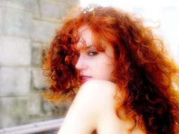 А насыщенно рыжий оттенок придаст волосам хна