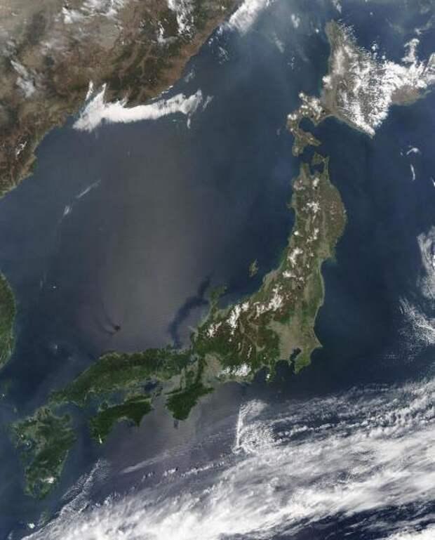Вид Японии со спутника, май 2003 года.