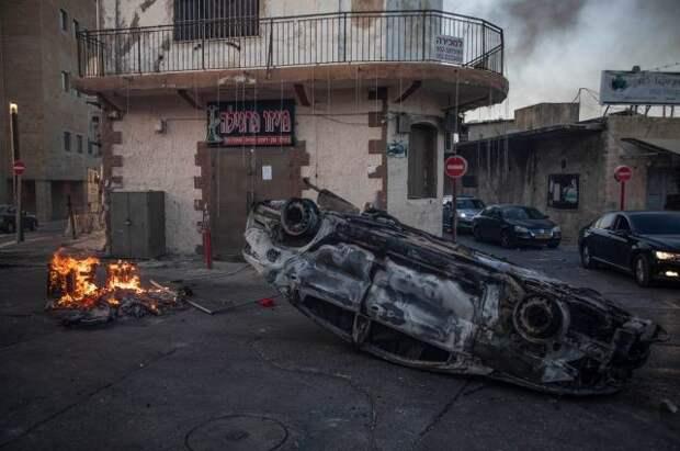 Израильские власти из-за столкновений ввели режим ЧП в городе Лод