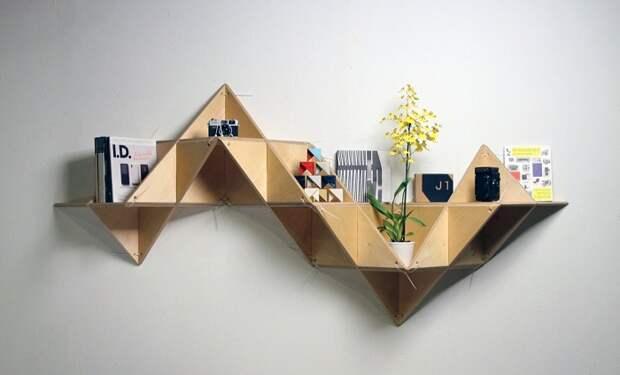 Хорошенький пример декорирования и преображения стены с помощью нестандартной полки.