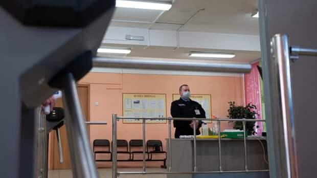 Министр образования Дагестана выступил против вооруженной охраны в школах