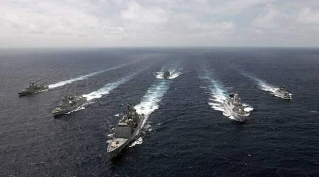 Российские военные перехватили натовский корабль, державший курс на территориальные воды РФ