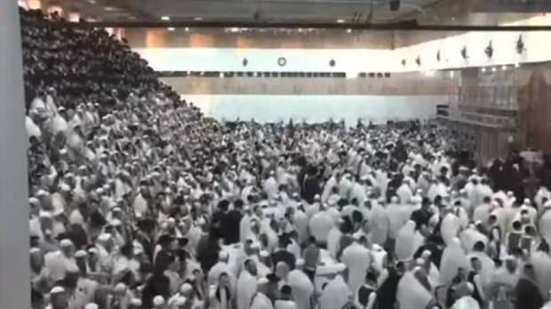 Трибуна синагоги с десятками человек обрушилась в Израиле