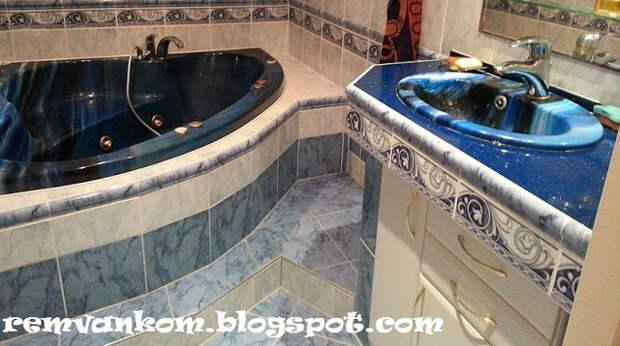 Изысканный интерьер в маленькой ванной комнате