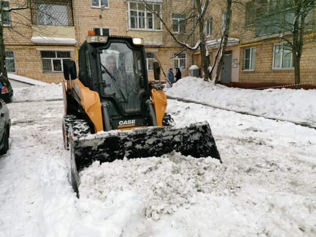 Управа Алтуфьева рассмотрит возможность оградить от машин тротуар на Черского