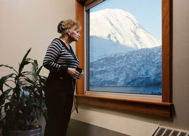 7 интересных фото города Уиттер на Аляске, всё население которого живет в одном доме