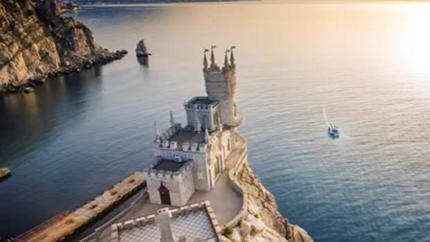 Меры Роспотребнадзора помогли сохранить туристический сезон в Крыму