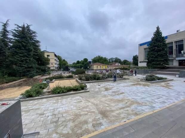 Сквер в центре Симферополя пообещали сдать в срок