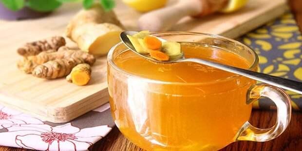 Как приготовить целебный напиток из куркумы для снятия воспаления в суставах и горле, а также улучшения работы сердца и повышения настроения