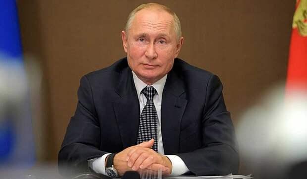Путин заявил о продлении выплат работающим с коронавирусом врачам