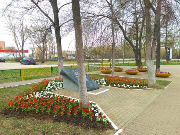 Первые цветники посадили вСормове
