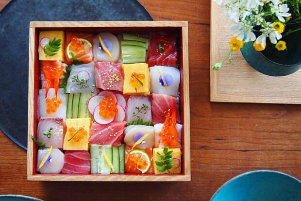 Новый тренд в инстаграме: японцы публикуют фотографии мозаик из суши