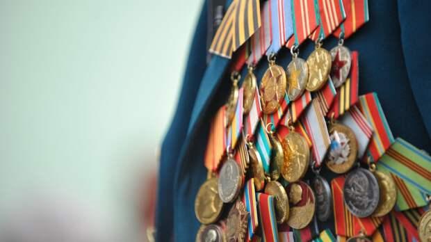 Командующий Каспийской флотилией поздравил ветеранов ВОВ с Днем Победы