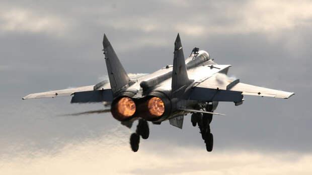 """В Sohu рассказали, как Россия жестко научила """"хорошим манерам"""" США в Черном море"""