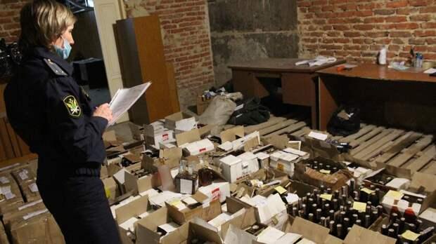 В Оренбуржье уничтожили  600 бутылок конфискованного алкоголя
