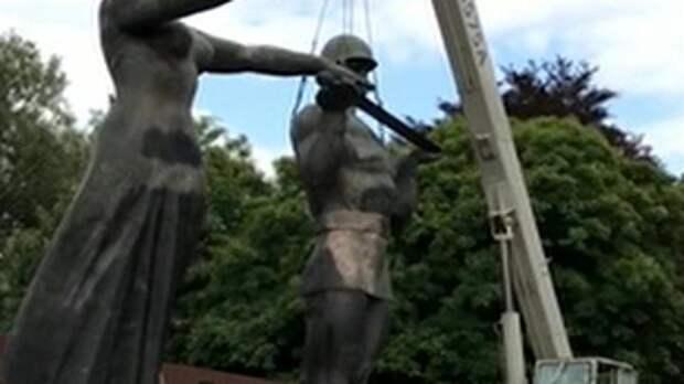 Во Львове нацисты снесли Монумент славы Советской армии