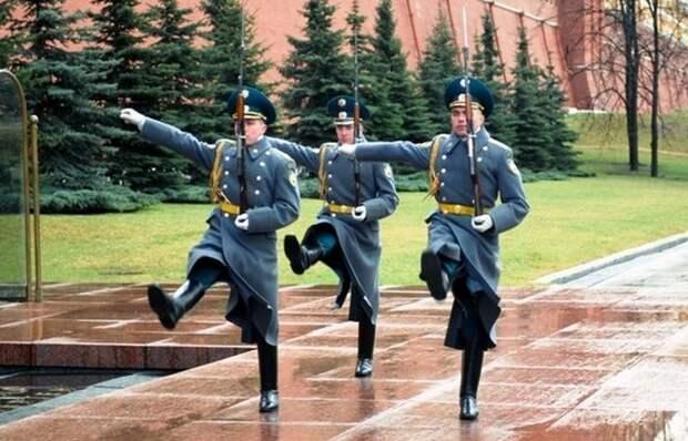 Смена караула в Москве.