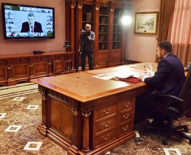 Пушилин выслушал доклады ответственных чиновников о готовности к отопительному сезону