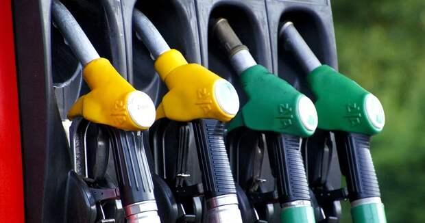 Почти на 12% подорожал с начала года бензин, ускорился рост цен на непродтовары – Досаев