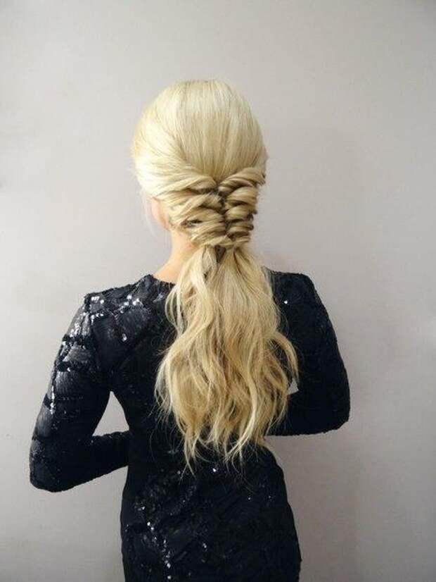 Простая оригинальная прическа для длинных волос