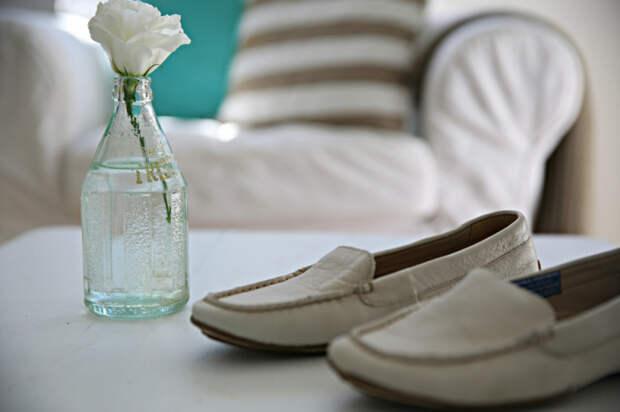 Обувь тоже любит понежиться под лучами солнышка. /Фото: abeachcottage.com