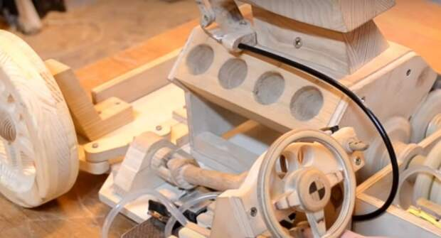 В YouTube показали полностью рабочую машину из дерева