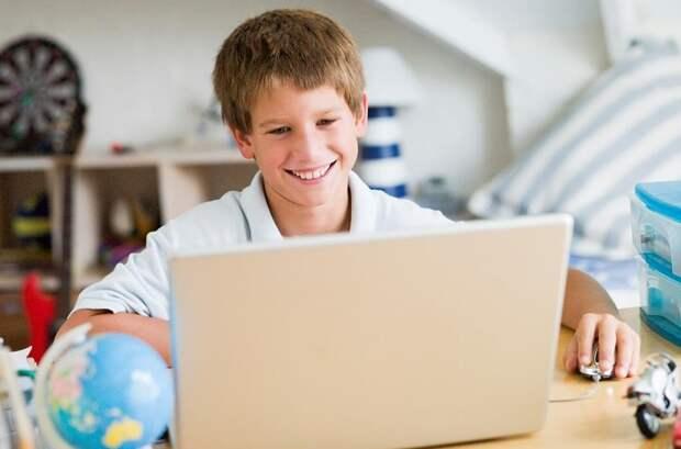 Дети за компьютером. Фото: мос. ру