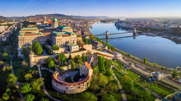 Венгрия возобновила выдачу виз российским туристам