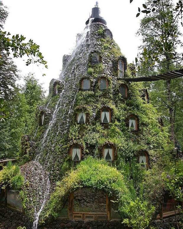 4 фото необычного отеля в Чили, который похож на вулкан